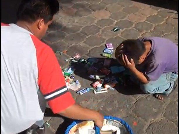México: Despiden a funcionario que humilló a niño vendedor de dulces