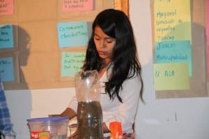 Vilma Taipe - CEIA  dando recomendaciones para  la conservación adecuada del agua.