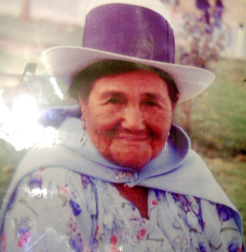 """Medalla """"Defensoría del Pueblo"""" 2012 fue concedida a la señora Ángelica Mendoza"""